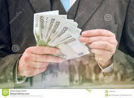 Czy warto brać kredyt samochodowy w swoim banku?